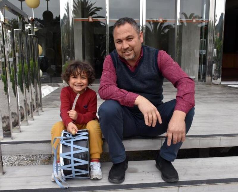 5 yaşındaki Mirsad'ın davul performansı parmak ısırtıyor