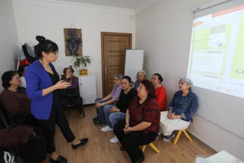 Buca'da çocuk istismarına yönelik farkındalık semineri