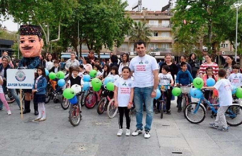 İlkokullu miniklerden sağlık için bisiklet turu