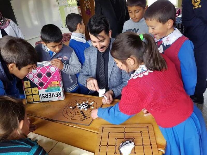 Köy okullarına akıl ve zeka oyunları sınıfları