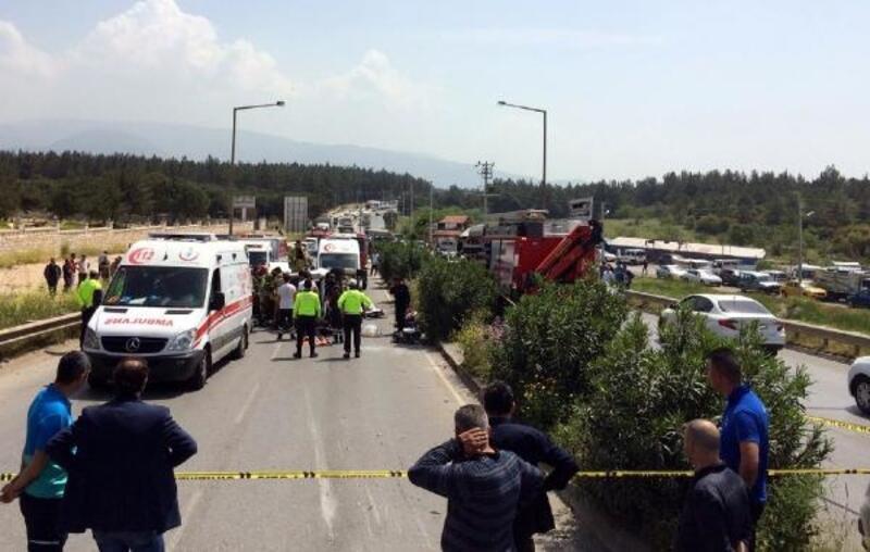 İzmir'de iki araç çarpıştı: 7 ölü, 1 yaralı