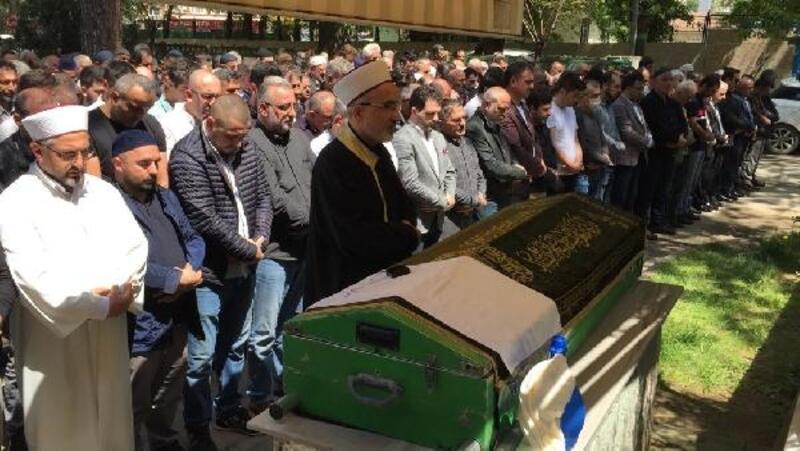 Aracında ölü bulunan emekli polis toprağa verildi