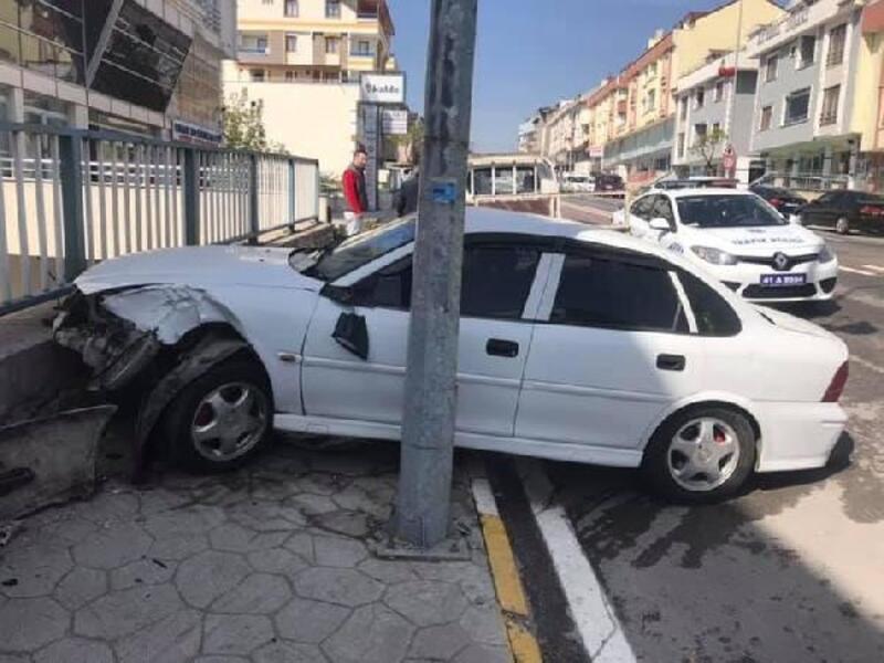 Yolun karşısına geçmeye çalışan kişiye çarptı