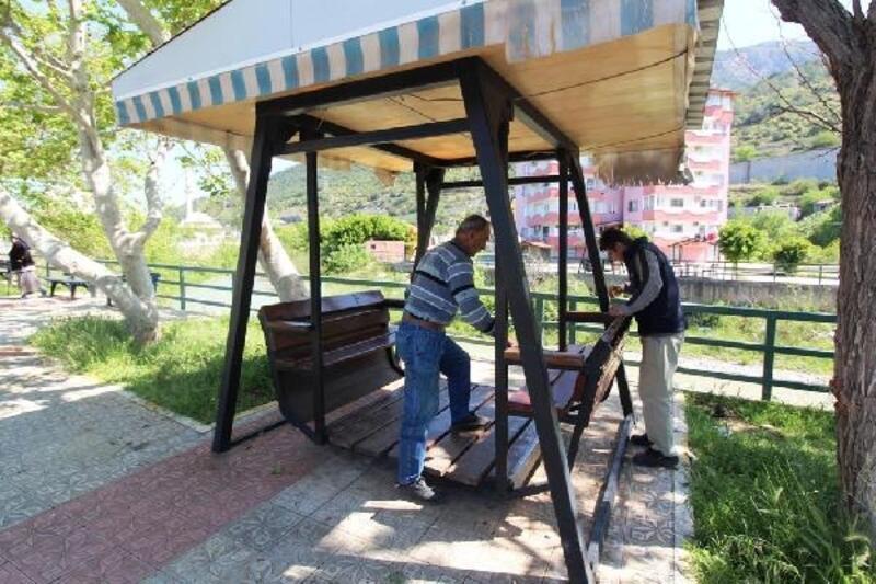 İskenderun'da parklara bakım ve onarım