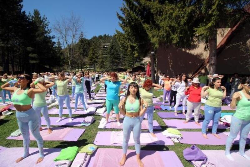 Abant'ta 400 kişi yoga yaptı