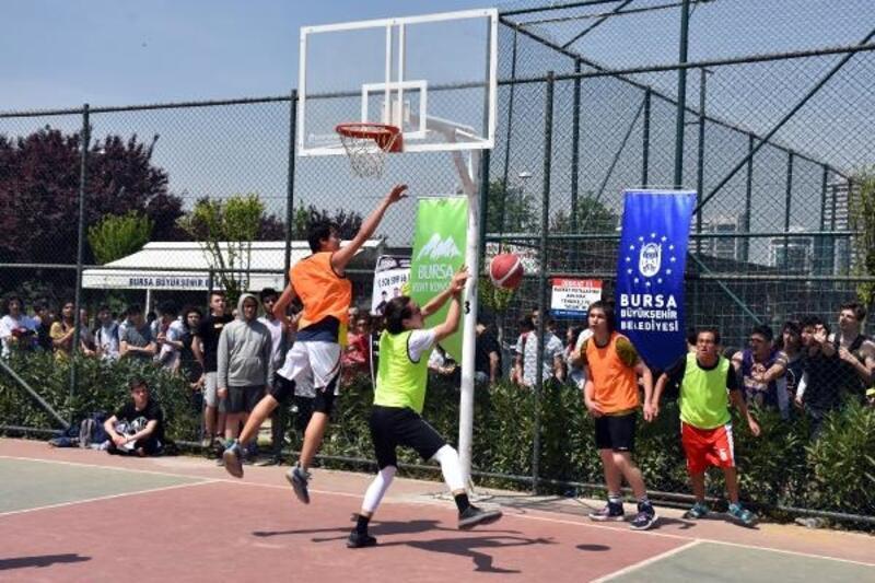 Bursa'da sokak basketbolu turnuvası düzenlendi