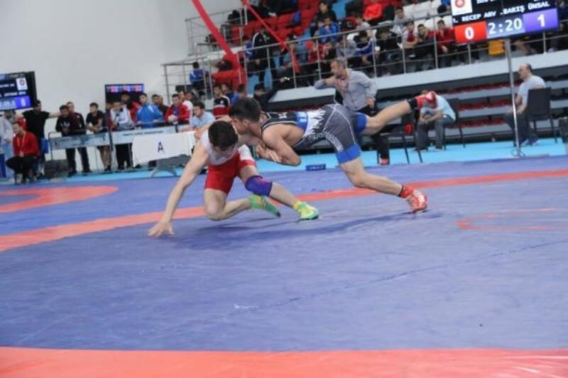 U15 Küçük Yıldızlar Serbest Güreş Şampiyonası'nda ilk şampiyonlar belli oldu