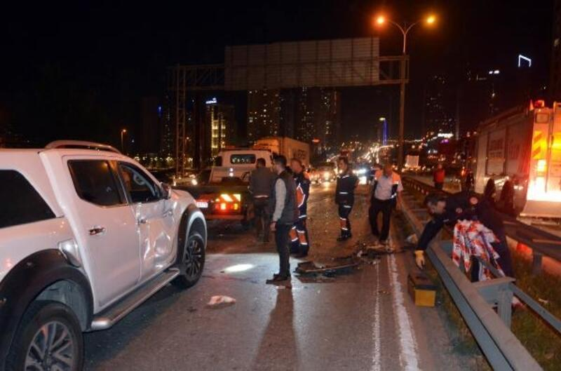 Haramidere'de freni boşalan midibüs 3 araca çarptı: 5 yaralı