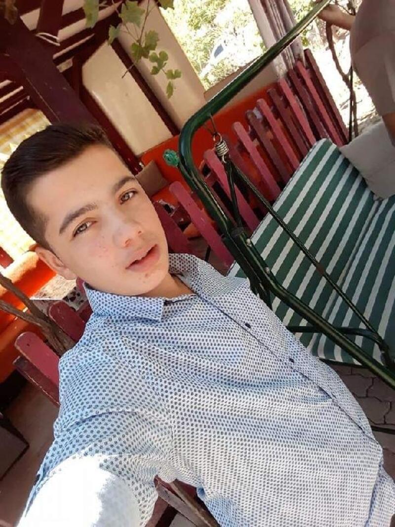 Yolun karşısına geçmeye çalışan genç, TIR'ın çarpmasıyla öldü
