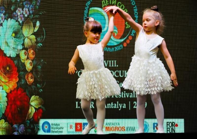 Türk, Rus ve Avrupalı çocuklar barış ve dostluk için oynadı