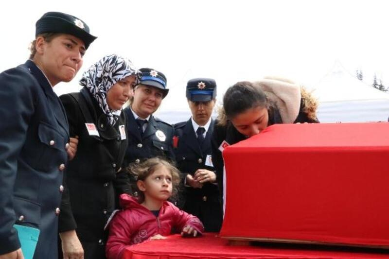 Kaza şehidi polis memuruna hüzünlü uğurlama töreni