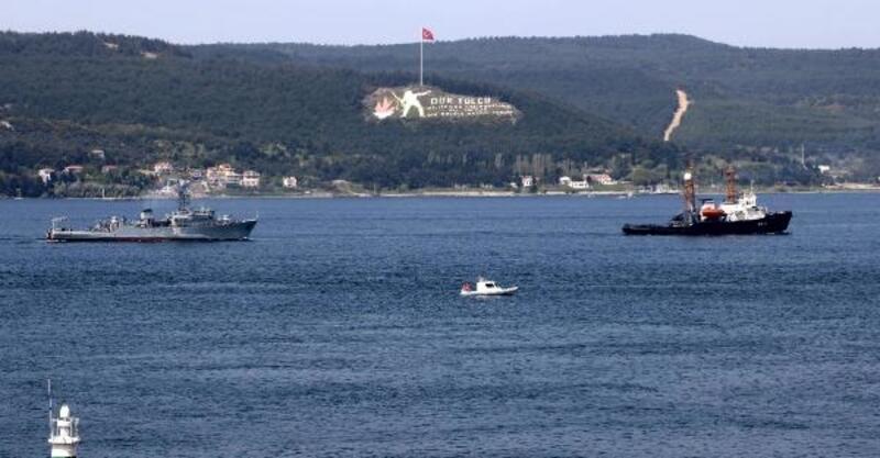 Arızalanan Rus mayın gemisi, römorkörle Çanakkale Boğazı'ndan geçirildi