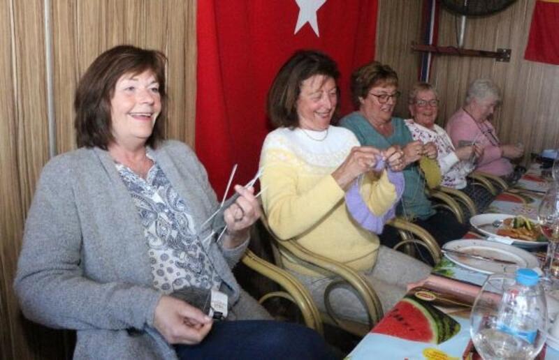 Yerleşik Norveçli kadınlardan 'sevgi örgüsü'