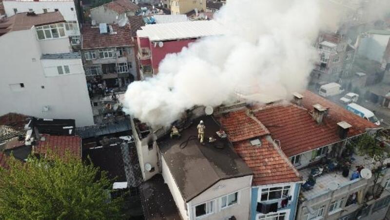 Fotoğraf//Fatih'te 3 katlı binada yangın