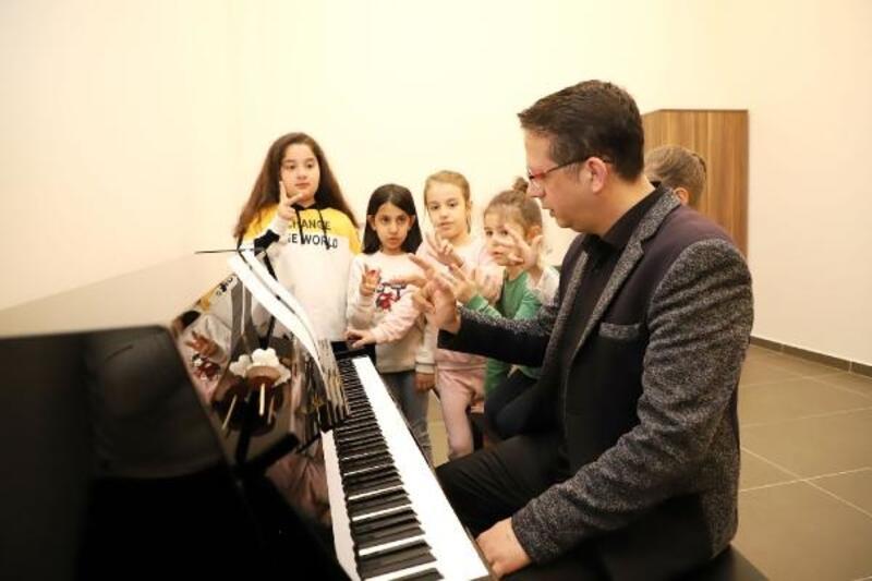 Şehitkamil'de piyano eğitimleri başladı