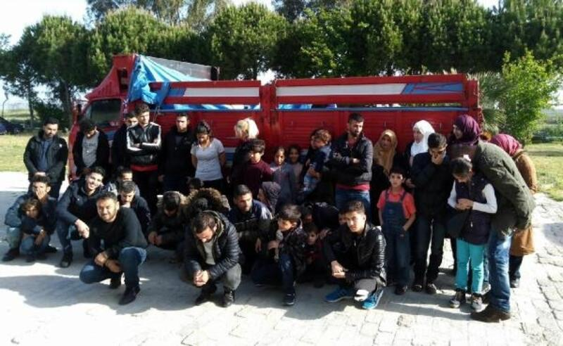 Kamyon kasasında 40 kaçak göçmen yakalandı