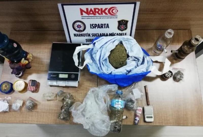 Isparta'da apartlara uyuşturucu baskını
