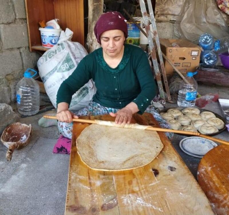 Köylü kadınlar ramazan hazırlığı geleneğini sürdürüyor