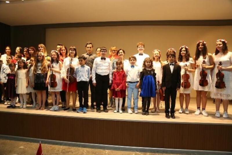 Oda Müziği konserinde sahne çocukların