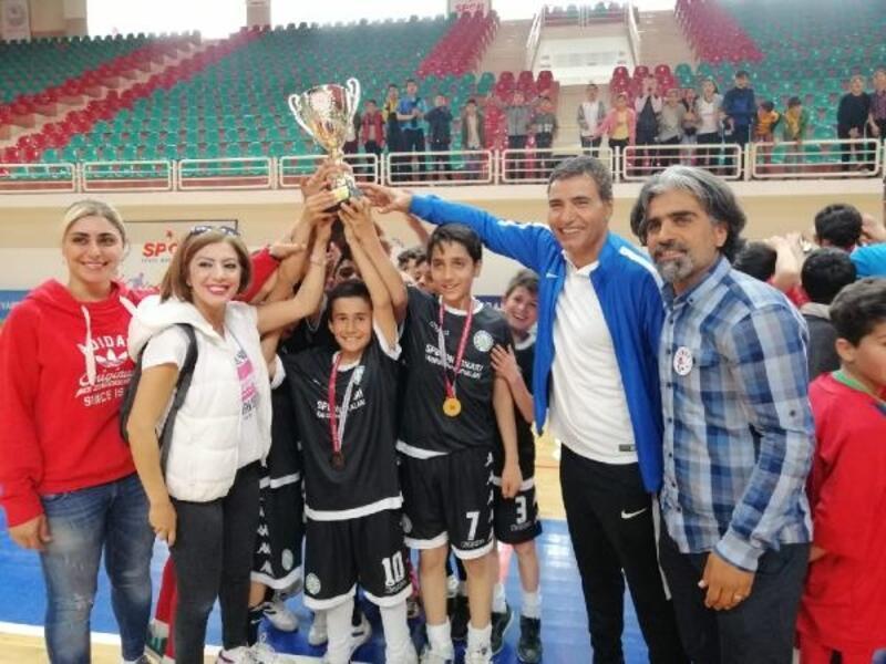 Diyarbakır'da ortaokullar arası futsal turnuvası