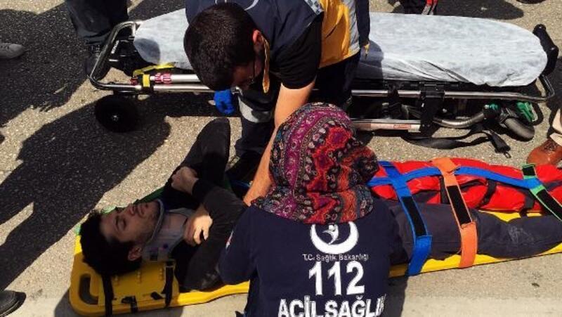 Yolun karşısına geçmek isterken kazada yaralandı