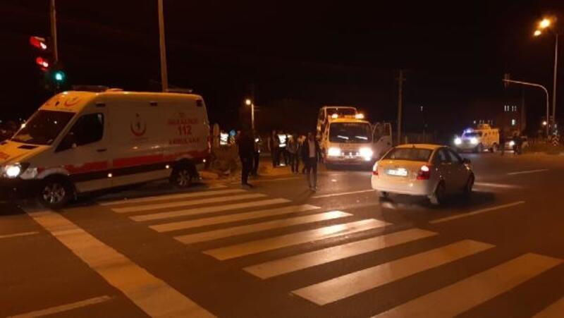 Nusaybin'de ambulans ile minibüs çarpıştı: 3 yaralı