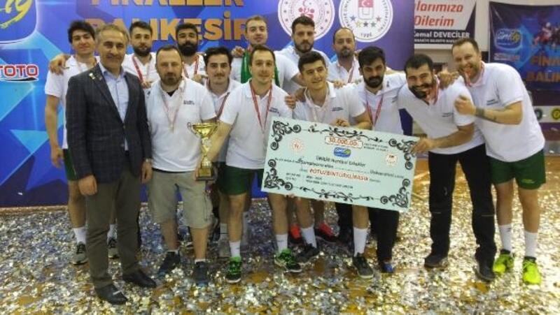 Burhaniye'de Ünilig Hentbol Play-Off müsabakaları sona erdi