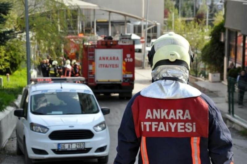 Lüks otomobil bayisinde yangın; 1 kişi dumandan etkilendi