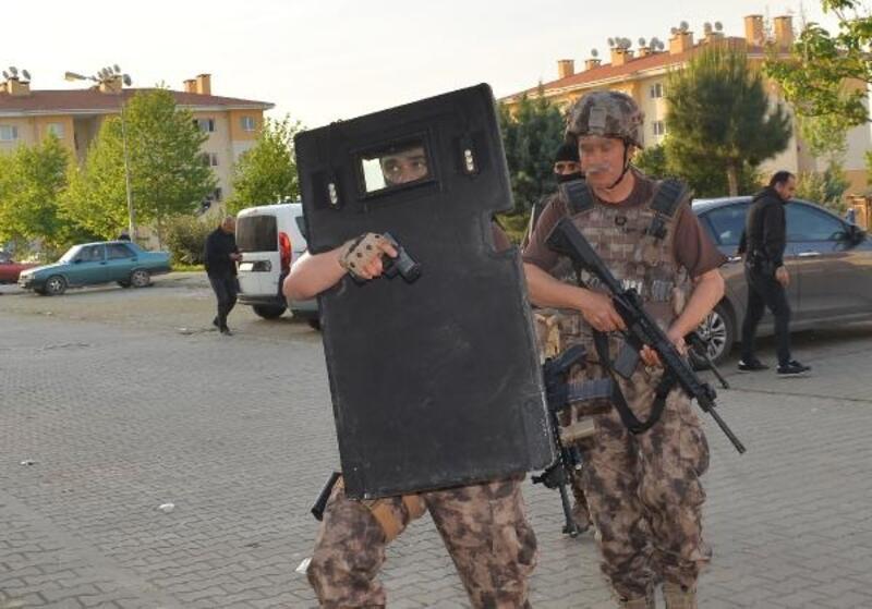 Adana'da terör operasyonu: 24 gözaltı