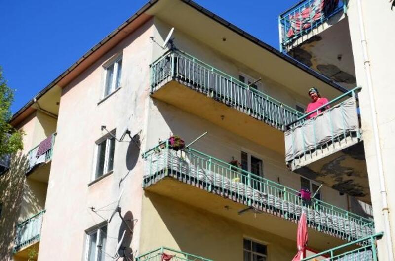 Avcılar'da boşaltılan binanın bulunduğu bölgedeki diğer binalar da inceleniyor