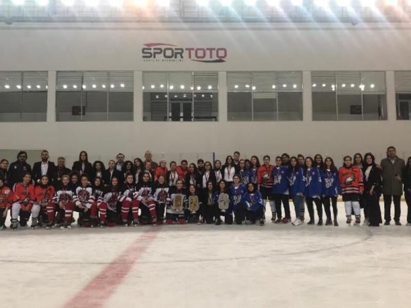 Genç Kadınlar Buz Hokeyi Ligi tamamlandı