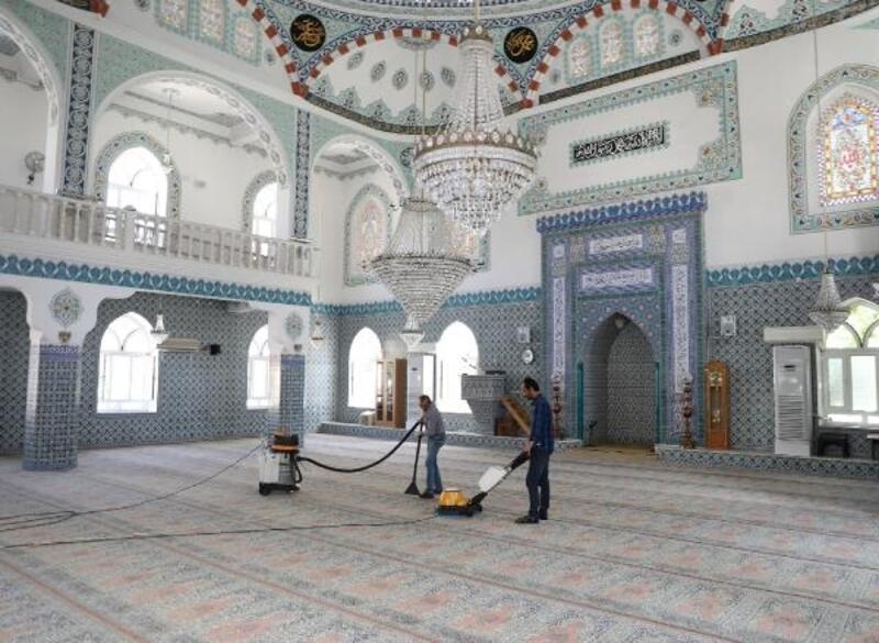 Mudanya'da camilerde ramazan temizliği