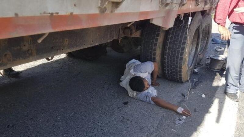 TEM'de zincirleme kaza; çıkarılmayı bekleyen yaralıya serum bağlandı