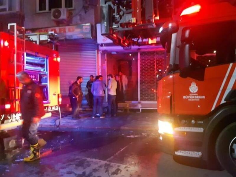 Zeytinburnu'nda müzik aletleri satan iş yerinde yangın
