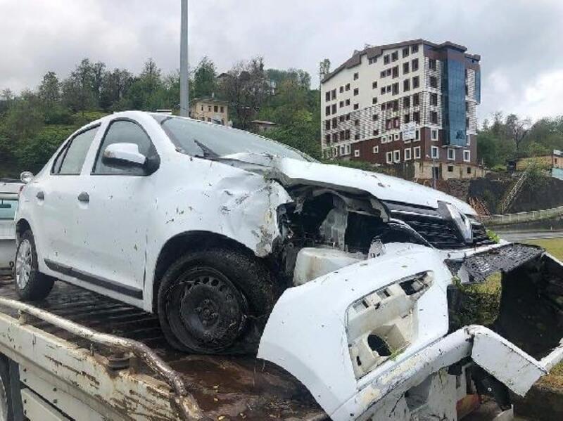Rize'de, MHP'lilerin olduğu otomobil kaza yaptı: 3 yaralı