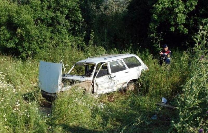 Traktörle çarpışan otomobilin sürücüsü öldü