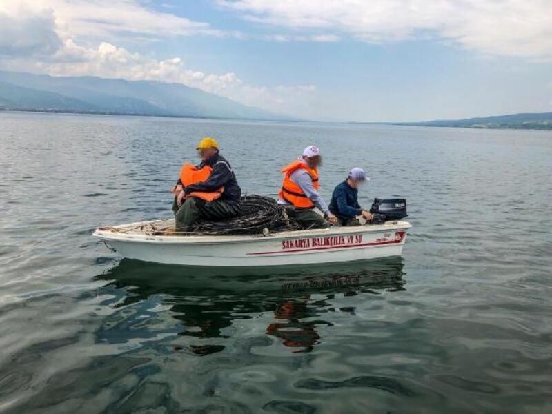 Sapanca Gölü'nde 2 bin metre ağ ve 150 kasnak ele geçirildi