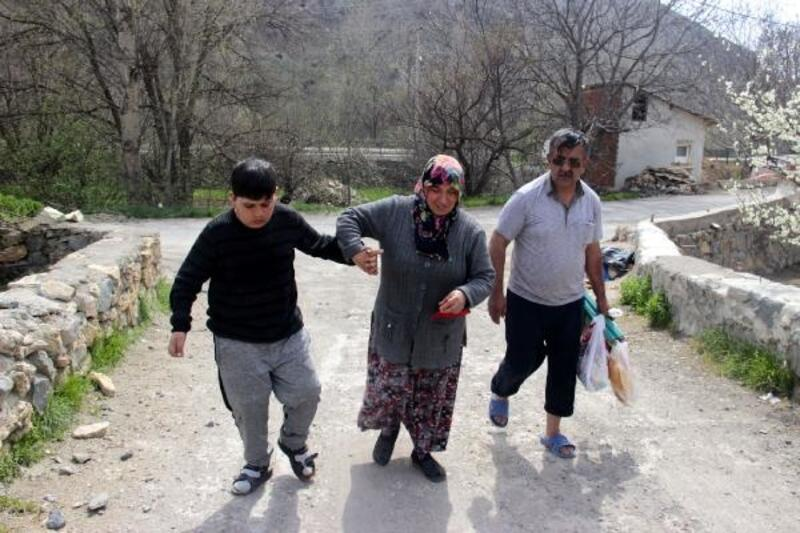 Dilekleri oğullarının görebilmesi ve yürüyebilmesi