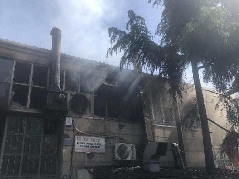 Ümraniye'de işyeri alev alev yandı