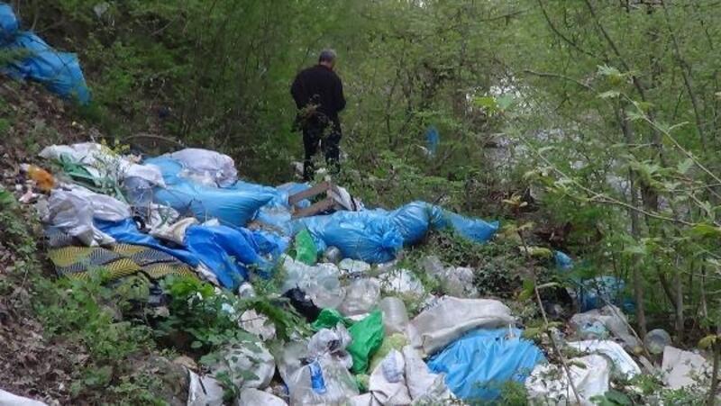 Ormanlık alandaki çöp yığını tepki çekti