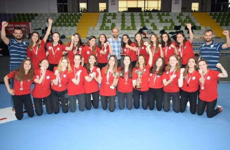 Nilüfer Belediyespor'un yıldızları kupalarını aldı