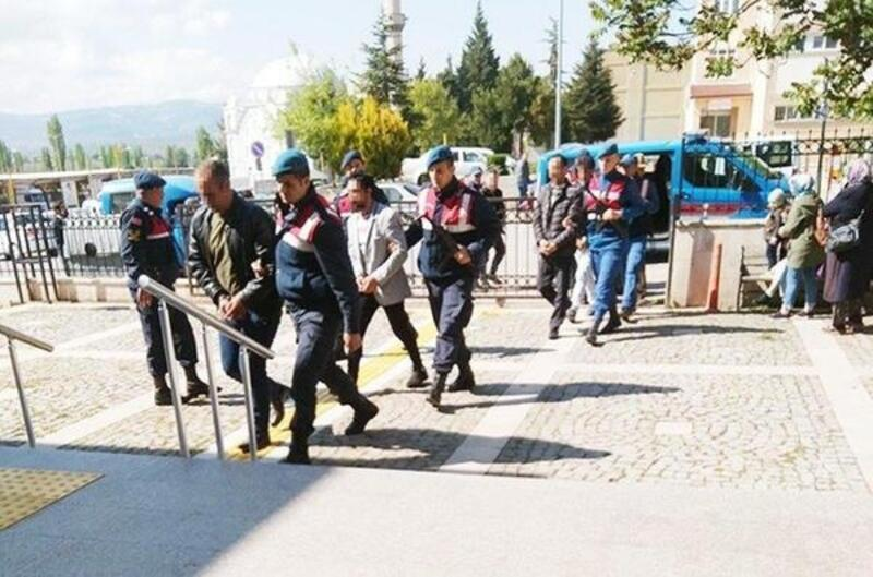 Gediz'de izinsiz kazıya 2 tutuklama