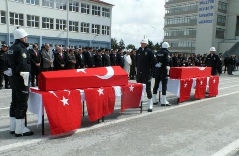 Kazada ölen 2 polis, törenle memleketine uğurlandı