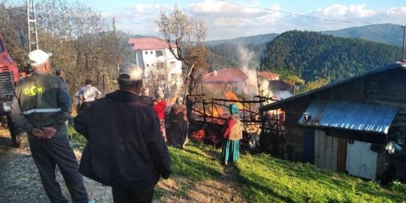 Safranbolu'da 2 katlı ev yandı, ev sahibi dumandan etkilendi