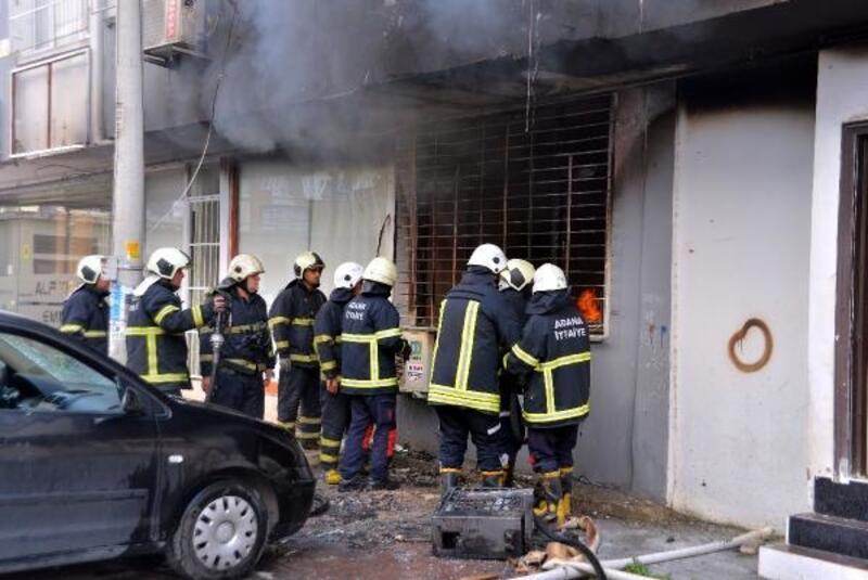 Evdeki yangında biri bebek 4 kişi, dumandan etkilendi