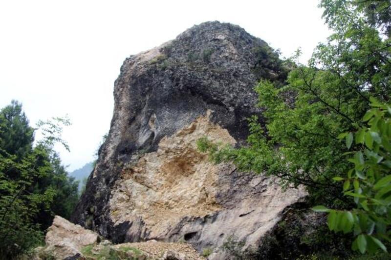 2 bin yıllık tarih dinamitle patlatılıp, kitabeyi çaldılar