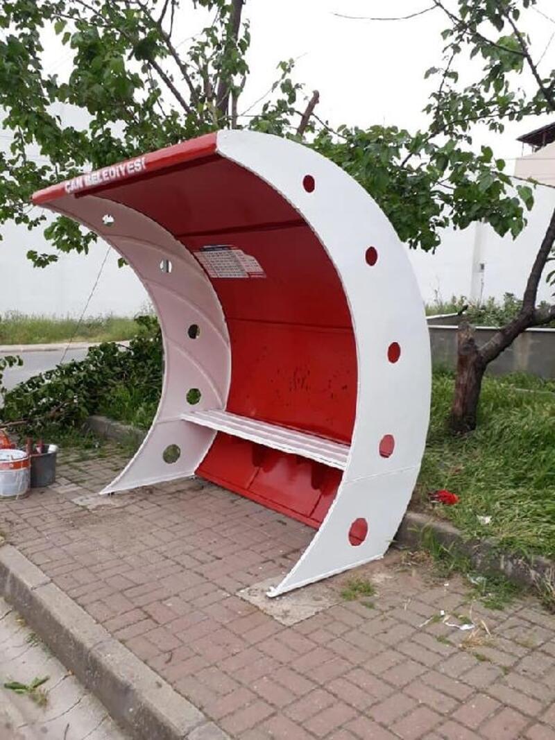Çan'da minibüs durakları boyandı