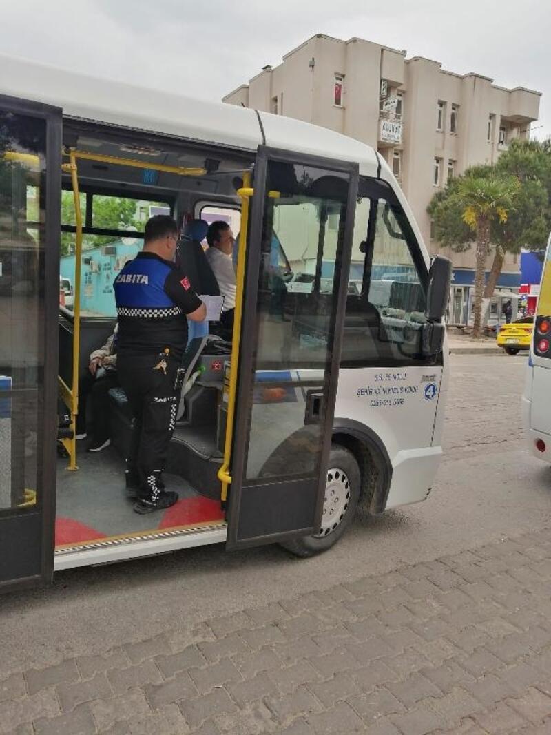 Biga'da zabıta ekipleri, toplu taşıma araçlarını denetledi
