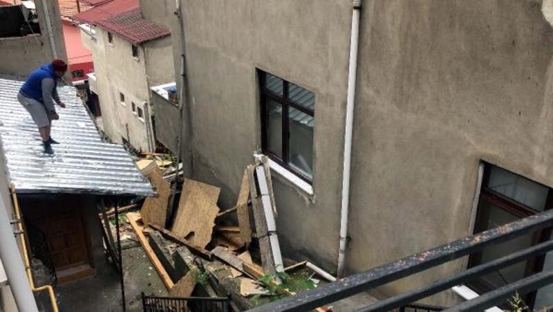 Zonguldak'ta şiddetli rüzgar çatı uçurdu