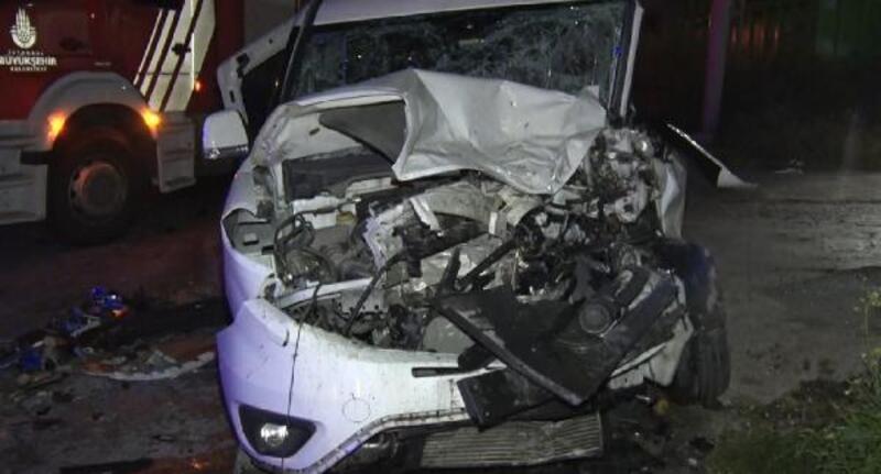 Panelvan minibüs ve hafif ticari araç çarpıştı: 14 yaralı